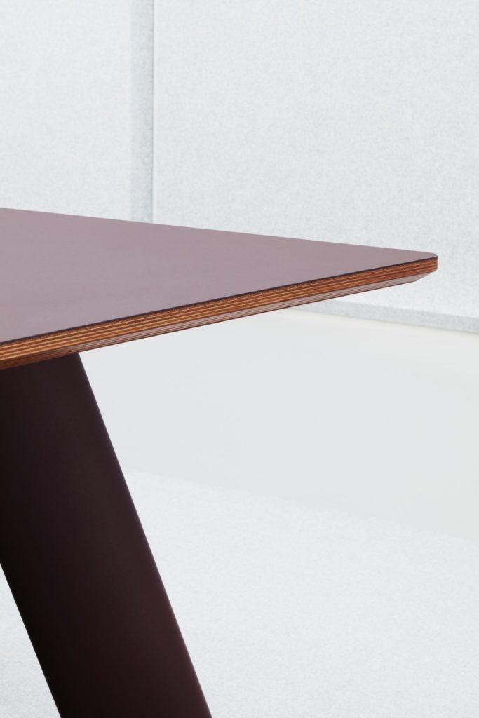 Akoestische-tafel-jetty-loff-maatkantoren (1)