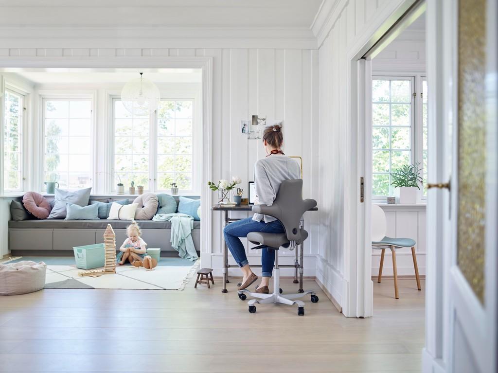 Thuiskantoor-inrichten-Bureaustoel-Ergonomische-Hulpmiddelen-Kantoormeubilair-HomeOffice-Loff-maatkantoren
