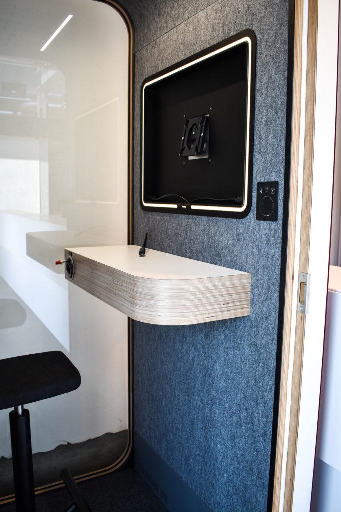 Meetingpod-Phonebooth-Akoestische-Pod-Hub-Referentie-Auditas-Loffmaatkantoren-LR (1)