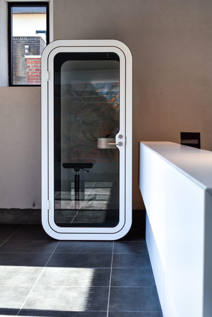 Meetingpod-Phonebooth-Akoestische-Pod-Hub-Referentie-Auditas-Loffmaatkantoren-LR (11)