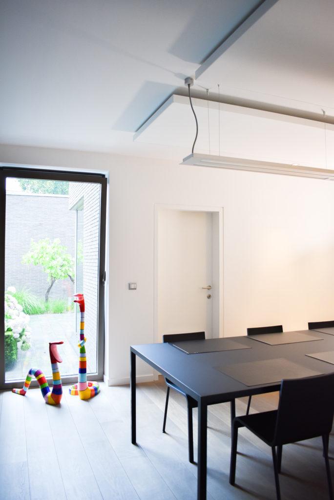 Embo-architecten-Referentie-Loff-maatkantoren-Akoestiek-op-kantoor-akoestische-plafondpanelen (8)