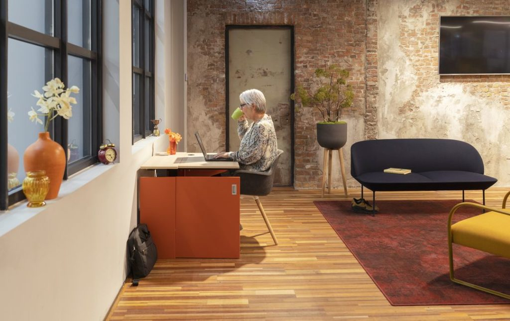 Home-Fit-Zitstawerkplek-Thuiskantoor-Zit-staand-werken-HomeOffice-Loff (9)