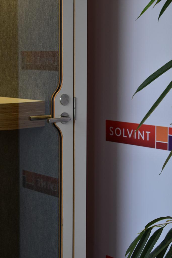 Referentie-Solvint-Akoestische-Phonebooths-Framery-O-Loff-Maatkantoren-Waregem (1)